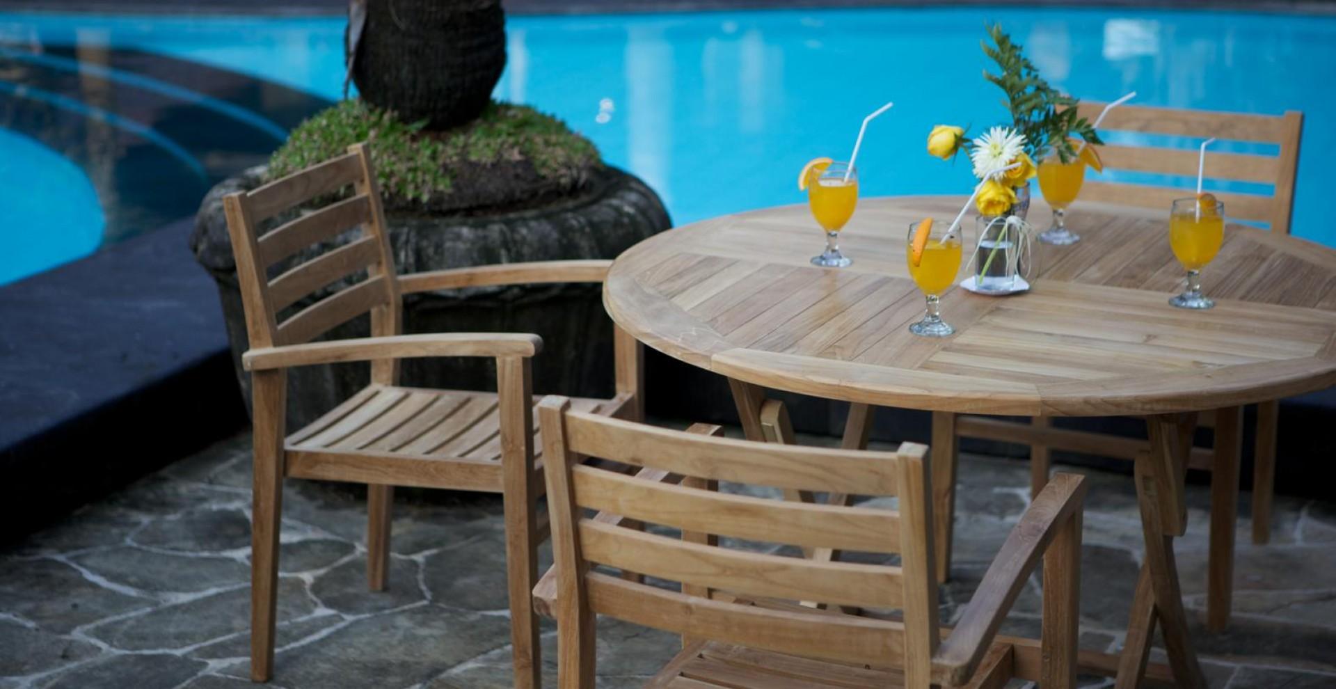 tisch easy klappbar rund aus teakholz. Black Bedroom Furniture Sets. Home Design Ideas