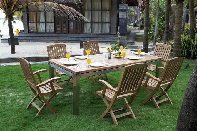 Gartenmöbel mit klappbaren Stühlen