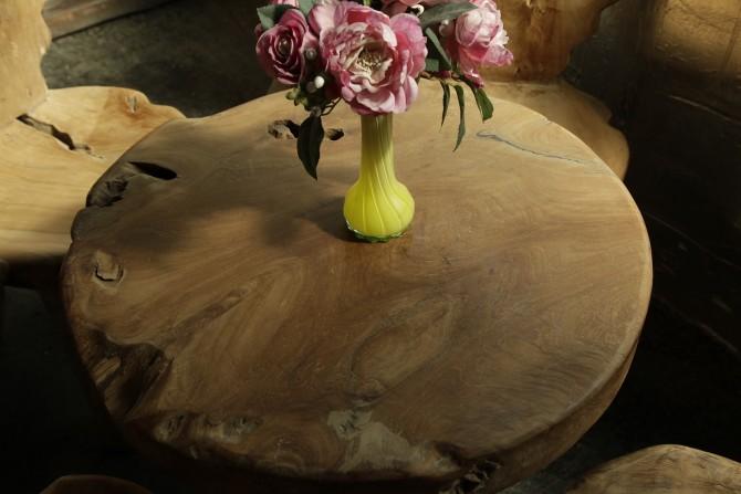 runde Tisch mit Blume