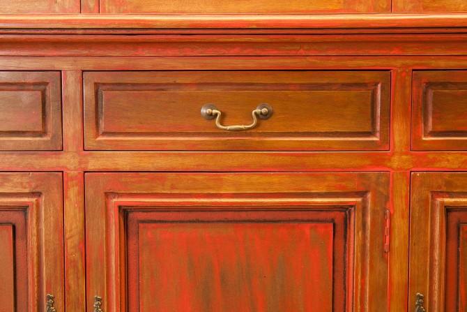 Massivholzschrank Schublade Rot