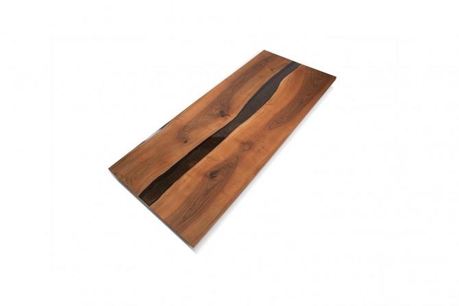 nusstisch mit epoxidharz, esstisch massivholz, massiv esstische, nusstisch naturkante,
