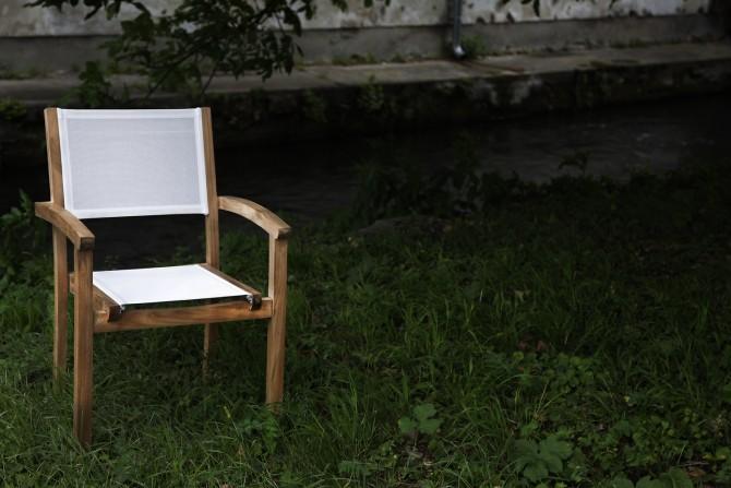 stapelbarer weiße Stuhl