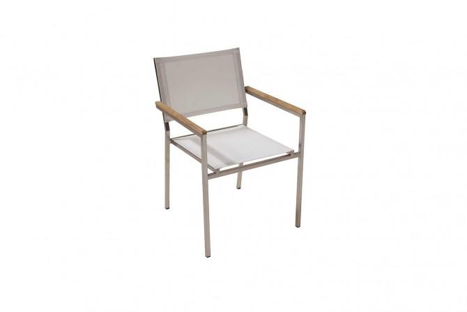 Stapelbarer Stuhl beständig